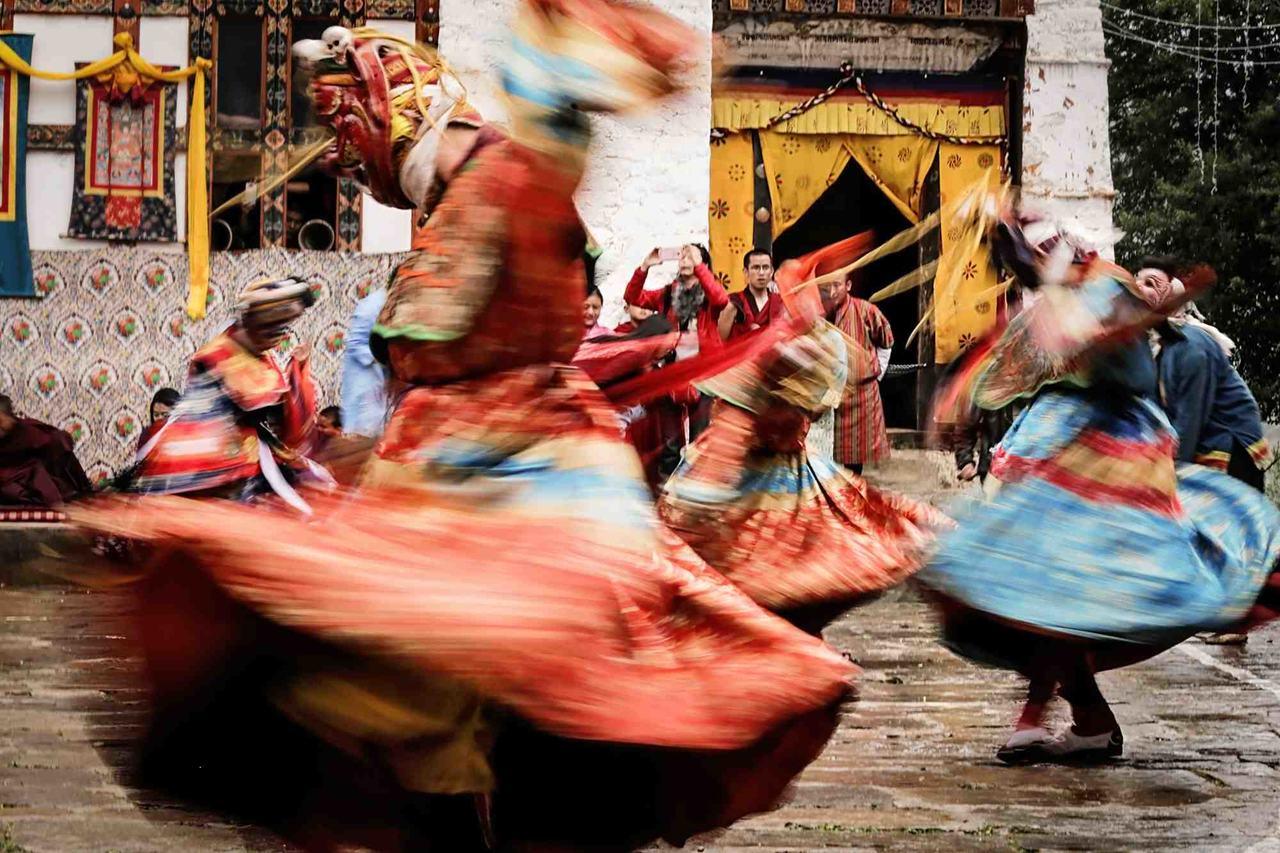 podroz-do-bhutanu-festiwal-tancerze-wyrusz-w-zyciowa-podroz-soul-travel