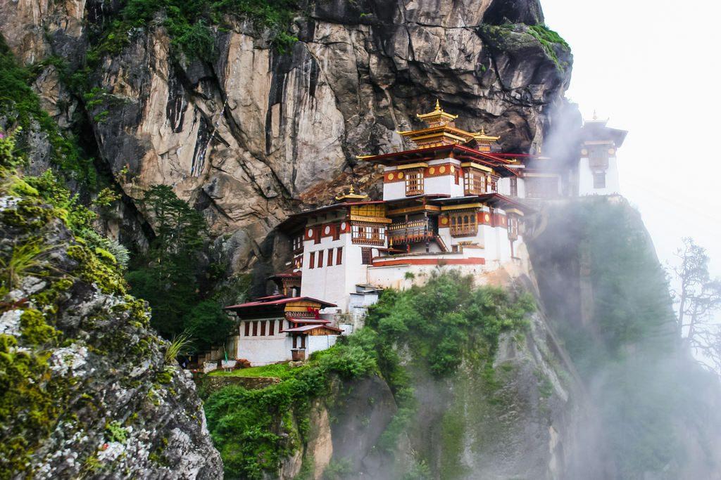 podroz-do-bhutanu-klimat-klasztor-we-mgle-wyrusz-w-zyciowa-podroz-soul-travel