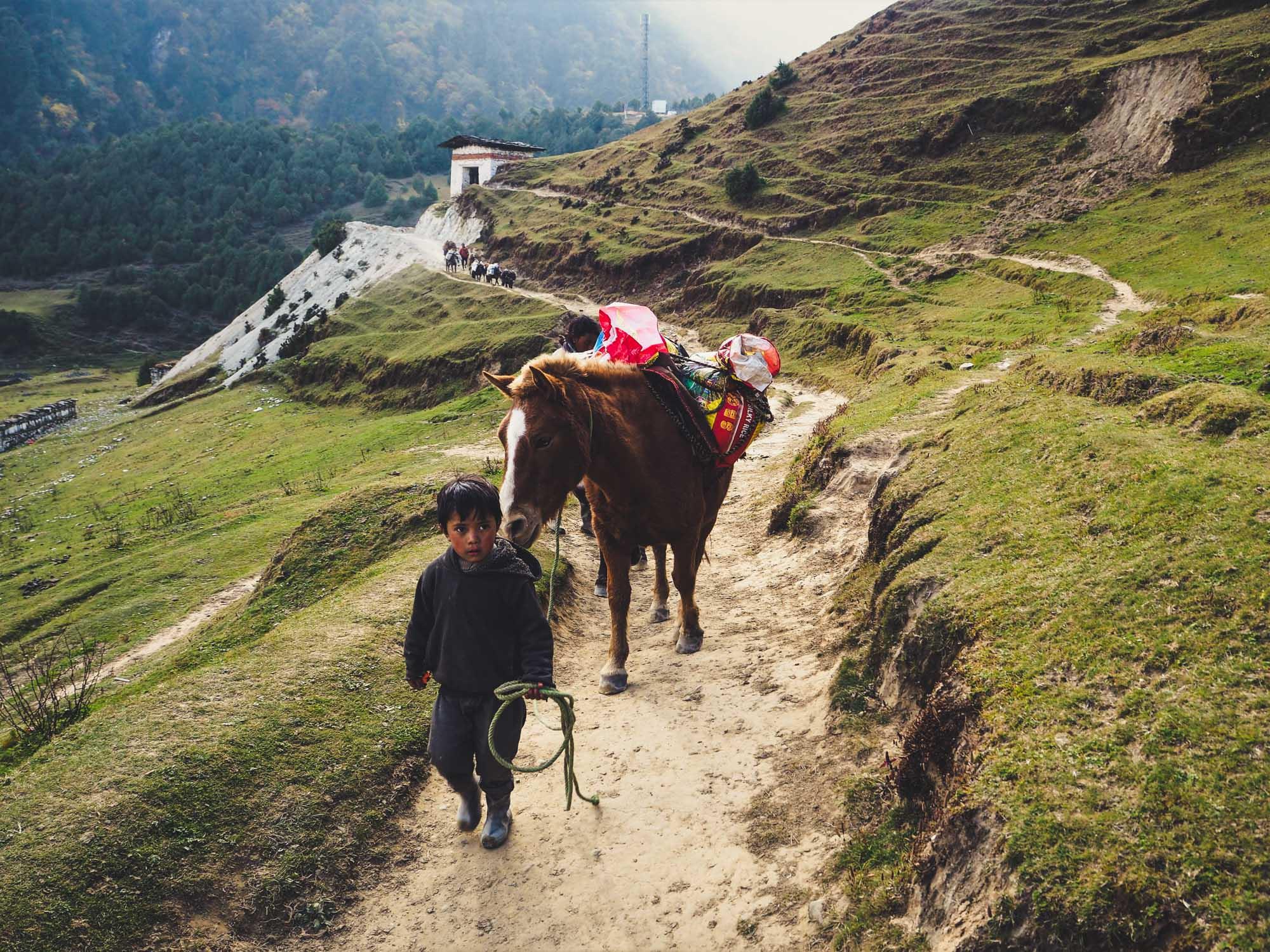 podroz-do-bhutanu-transport-dziecko-z-jakiem-wyrusz-w-zyciowa-podroz-soul-travel