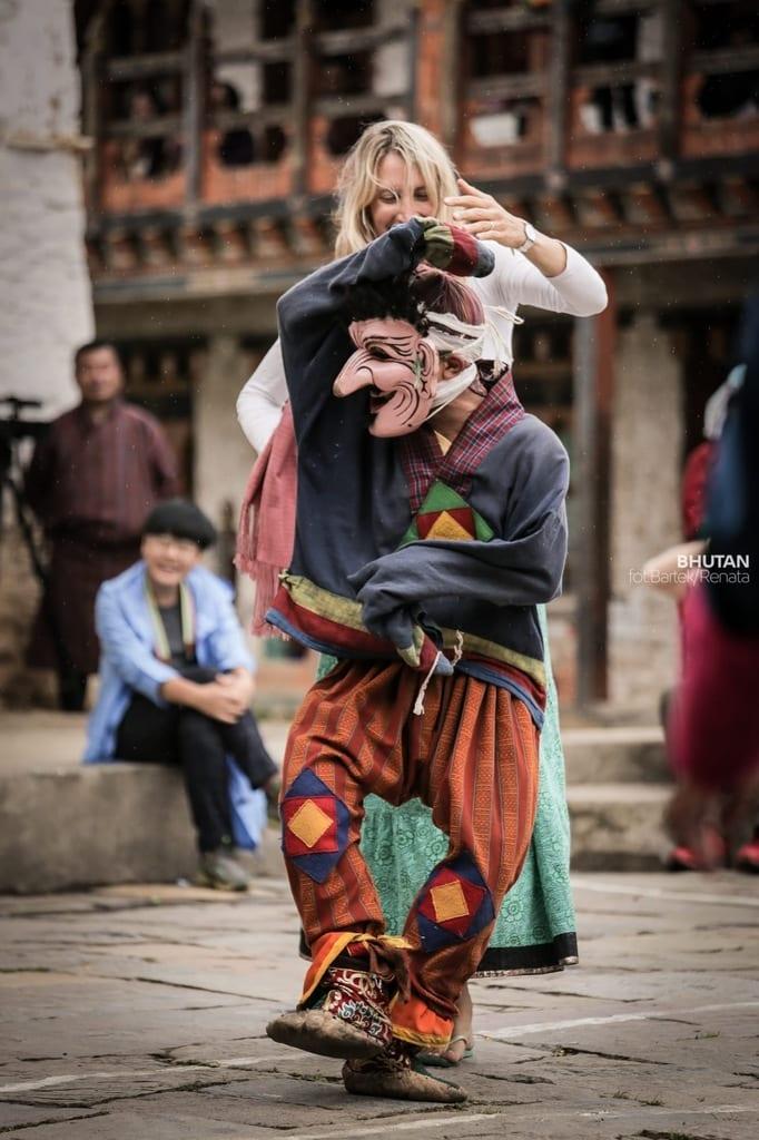 szanuj-lokalna-kulture-i-zwyczaje-taniec-w-bhutanie-wyrusz-w-zyciowa-podroz-soul-travel