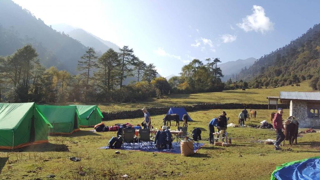 Przykładowy kemping w Bhutanie - nadzorowany przez króla Bhutanu