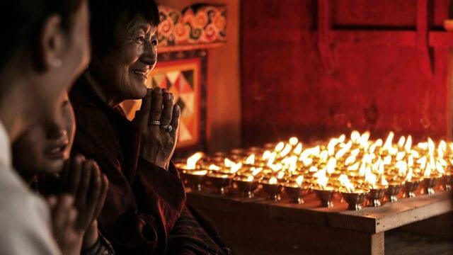 modlitwa-w-bhutanie-wyrusz-w-zyciowa-podroz-soul-travel