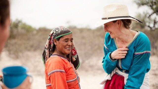 doswiadczanie-w-podrozy-kobieta-turystka-wyrusz-w-zyciowa-podroz-soul-travel