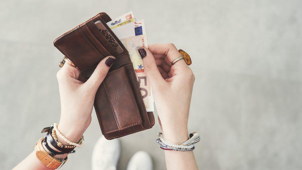 czarnogora-waluta-euro-portfel-wyrusz-w-zyciowa-podroz-soul-travel