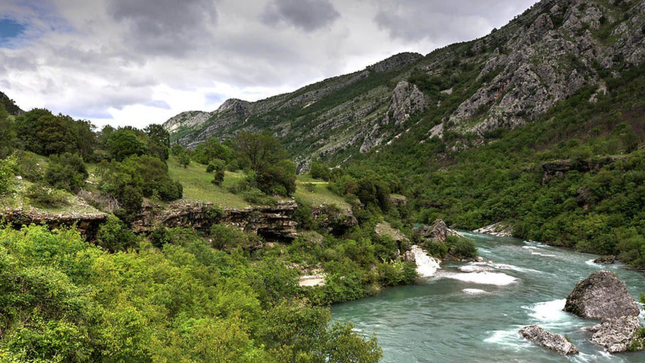 atrakcje-czarnogora-gory-kanion-moraca-wyrusz-w-zyciowa-podroz-soul-travel