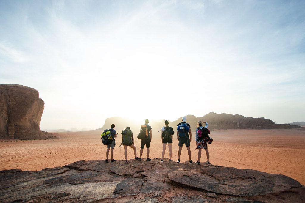 podroze-szyte-na-miare-grupka-ludzi-w-jordanii-wyrusz-w-zyciowa-podroz-soul-travel