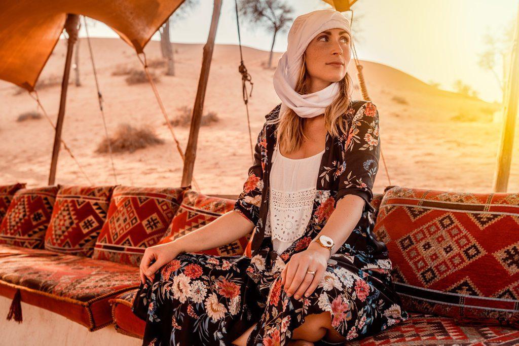podroze-szyte-na-miare-wyprawa-do-algierii-turystka-na-pustyni-wyrusz-w-zcyiowa-podroz-soul-travel